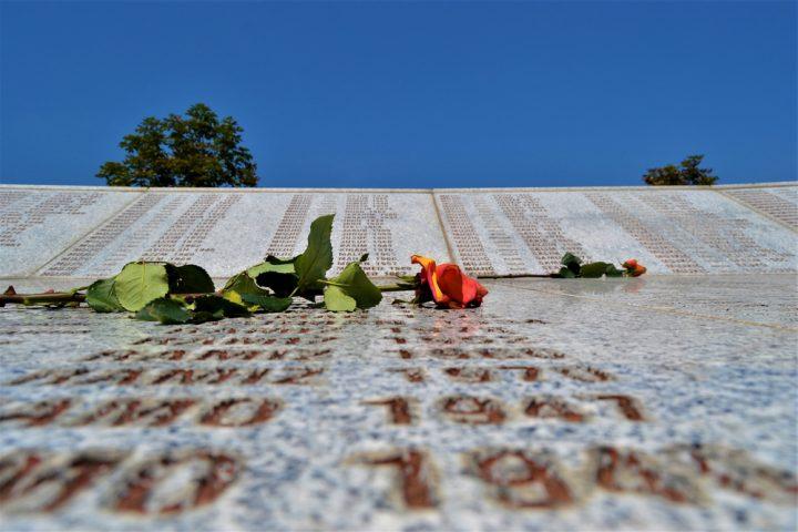 سربرنیتسا: هلند به سربازانی که به راتکو ملادیچ / بوسنی و هرزگوین / مناطق / تسلیم شده اند ، غرامت پرداخت می کند