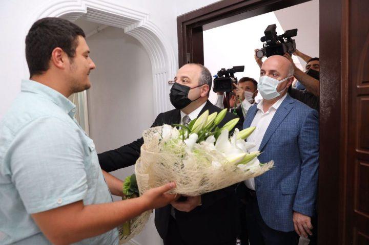 وزیر وارانک از خبرنگار پهپاد مورد ضرب و شتم – Medyabar بازدید کرد
